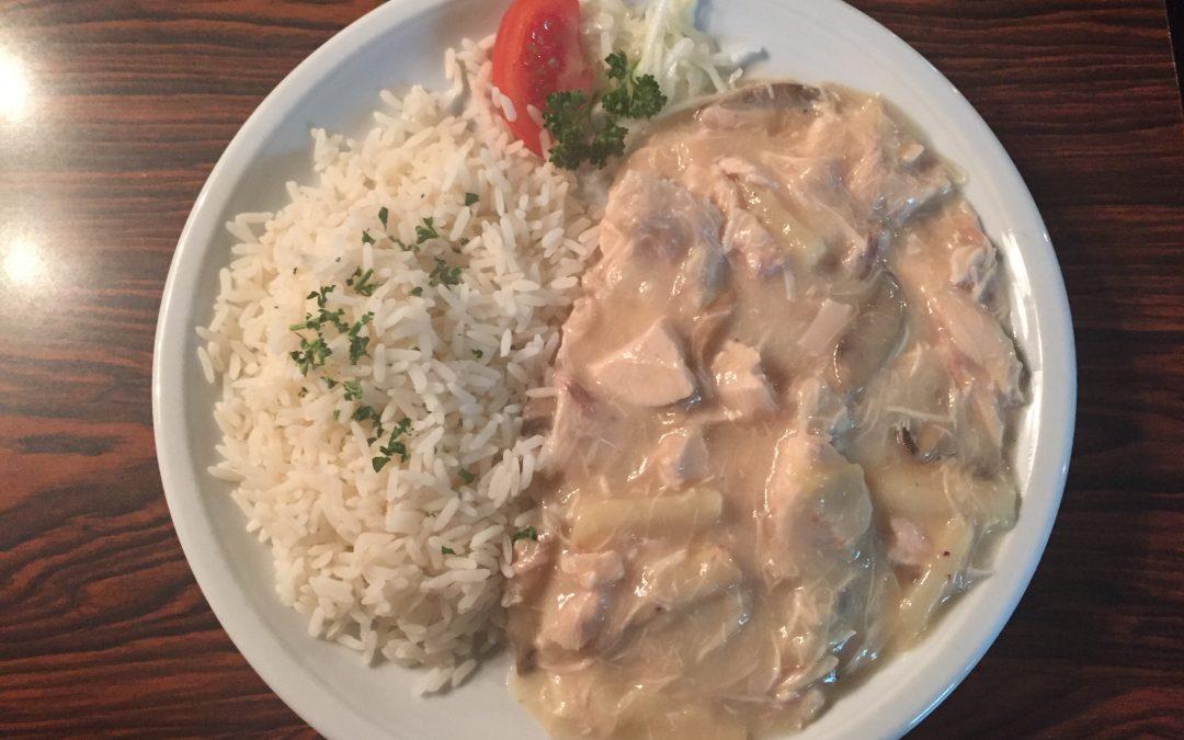 Hühnerfrikassée mit Reis oder Salzkartoffeln